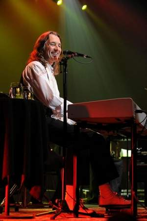 Roger Hodgson at the keyboards.