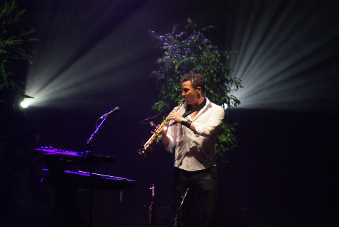 Aaron Mc Donald joue-t-il de la clarinette? Aaron%20-%20Byron%20Bay